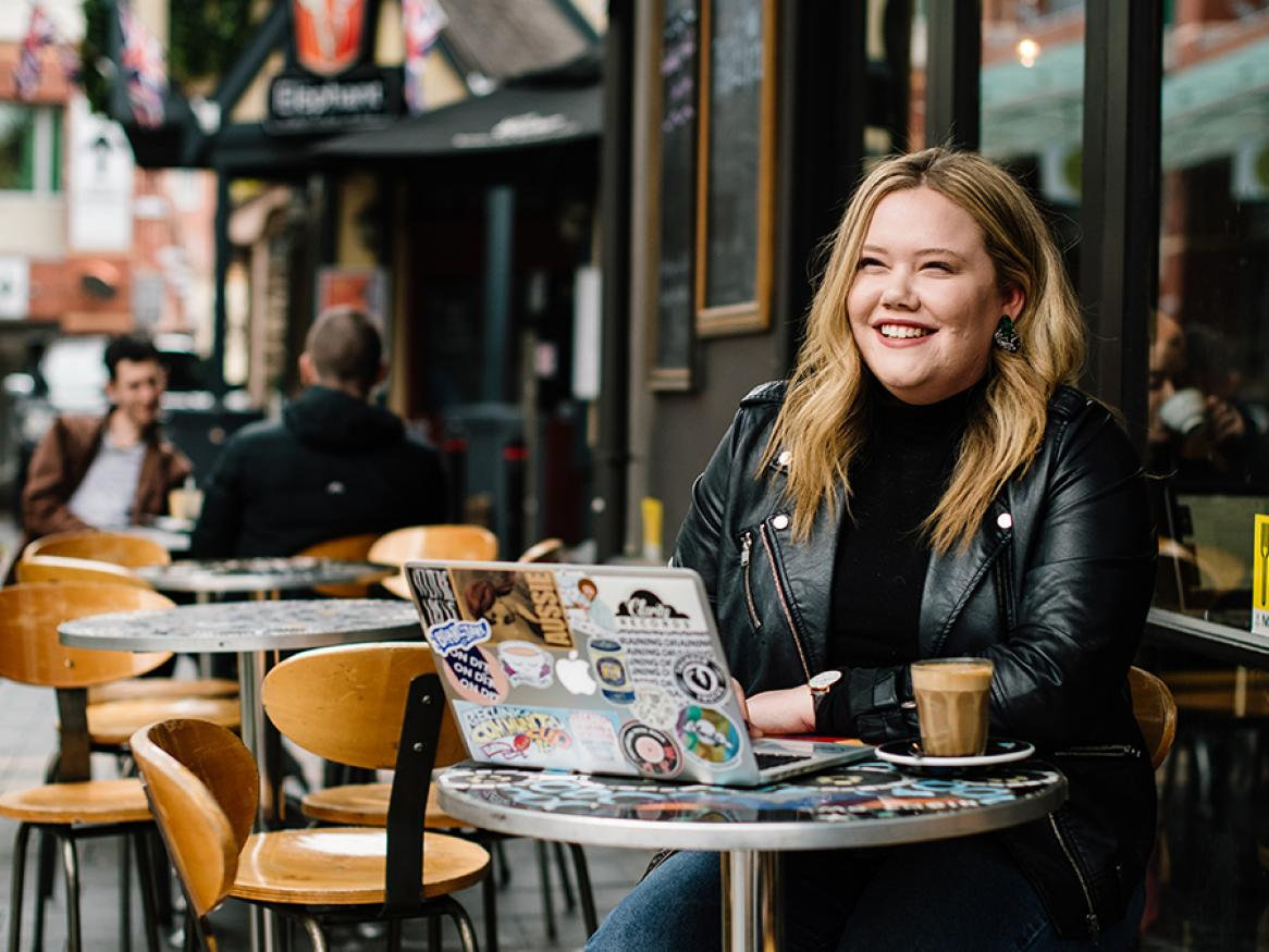 Photo of Imogen Hindson, current editor of On Dit, in a cafe in Adelaide
