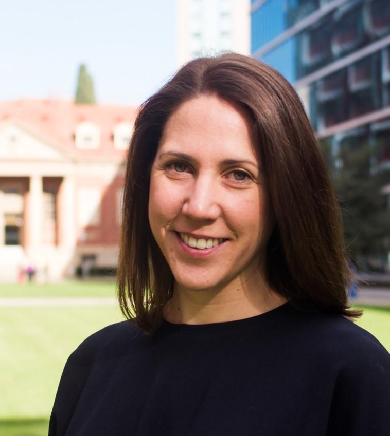 Dr Anna Leonard