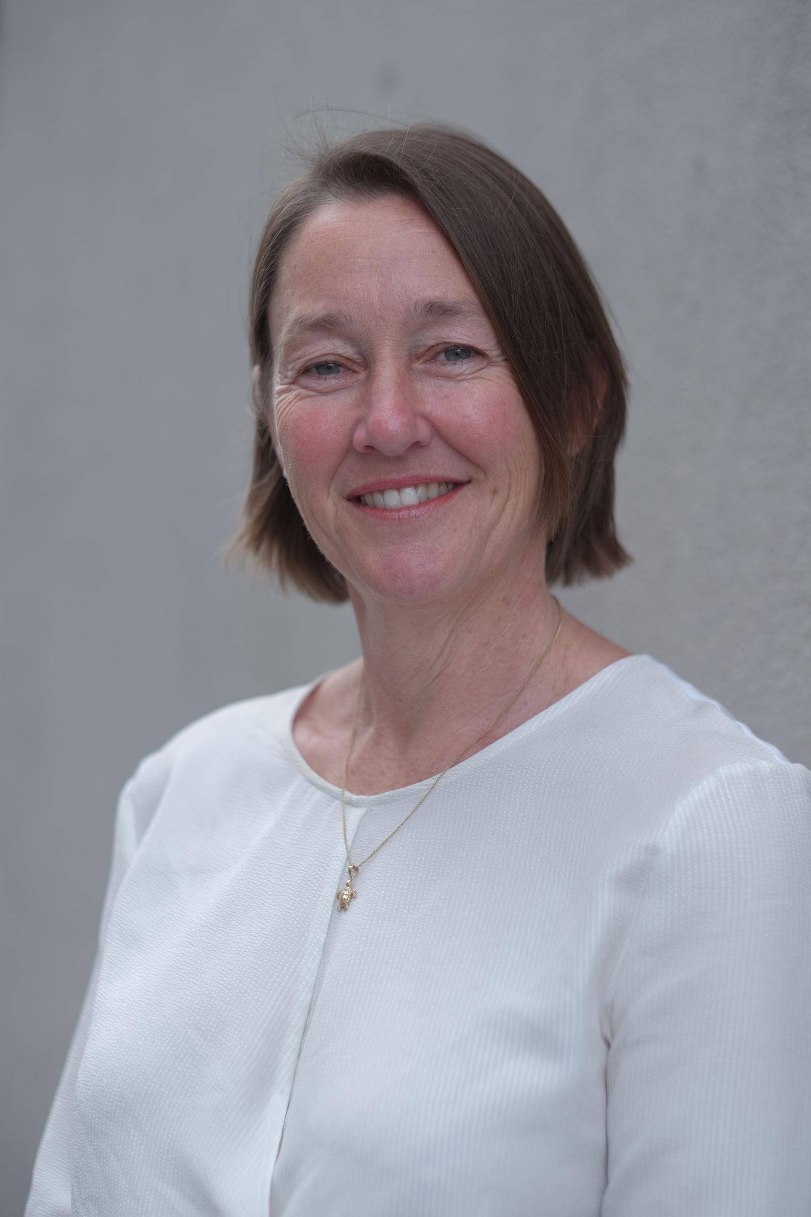 Dr Genevieve Knight