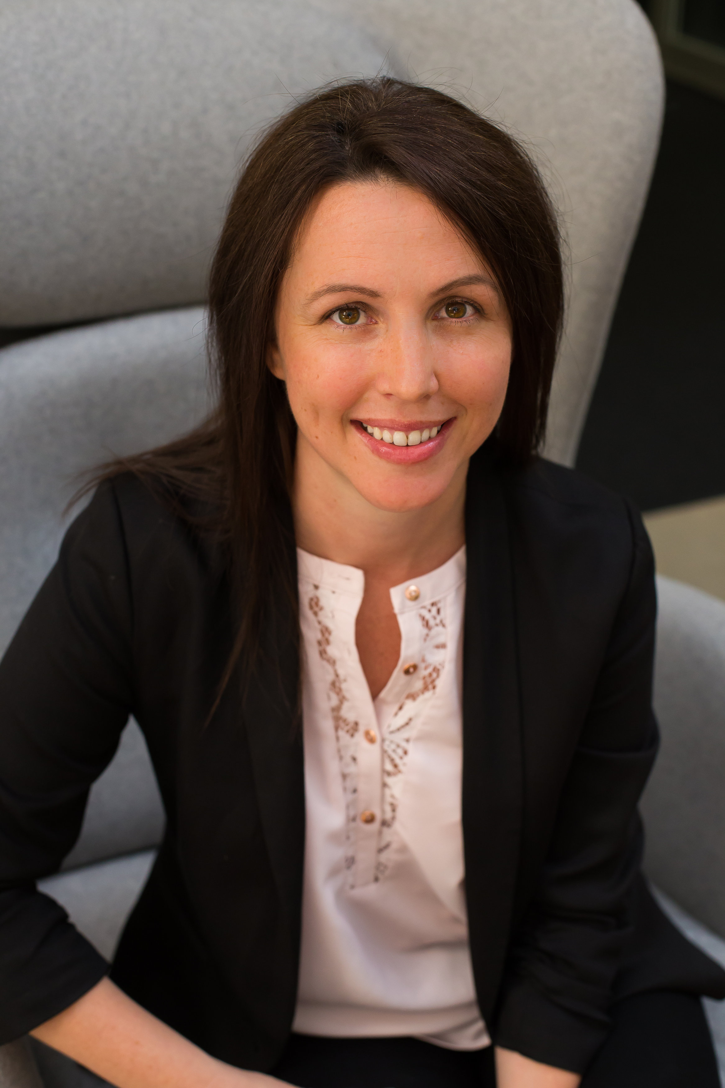Mrs Lisa Hunt