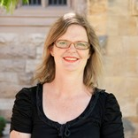 Associate Professor Lynne Giles