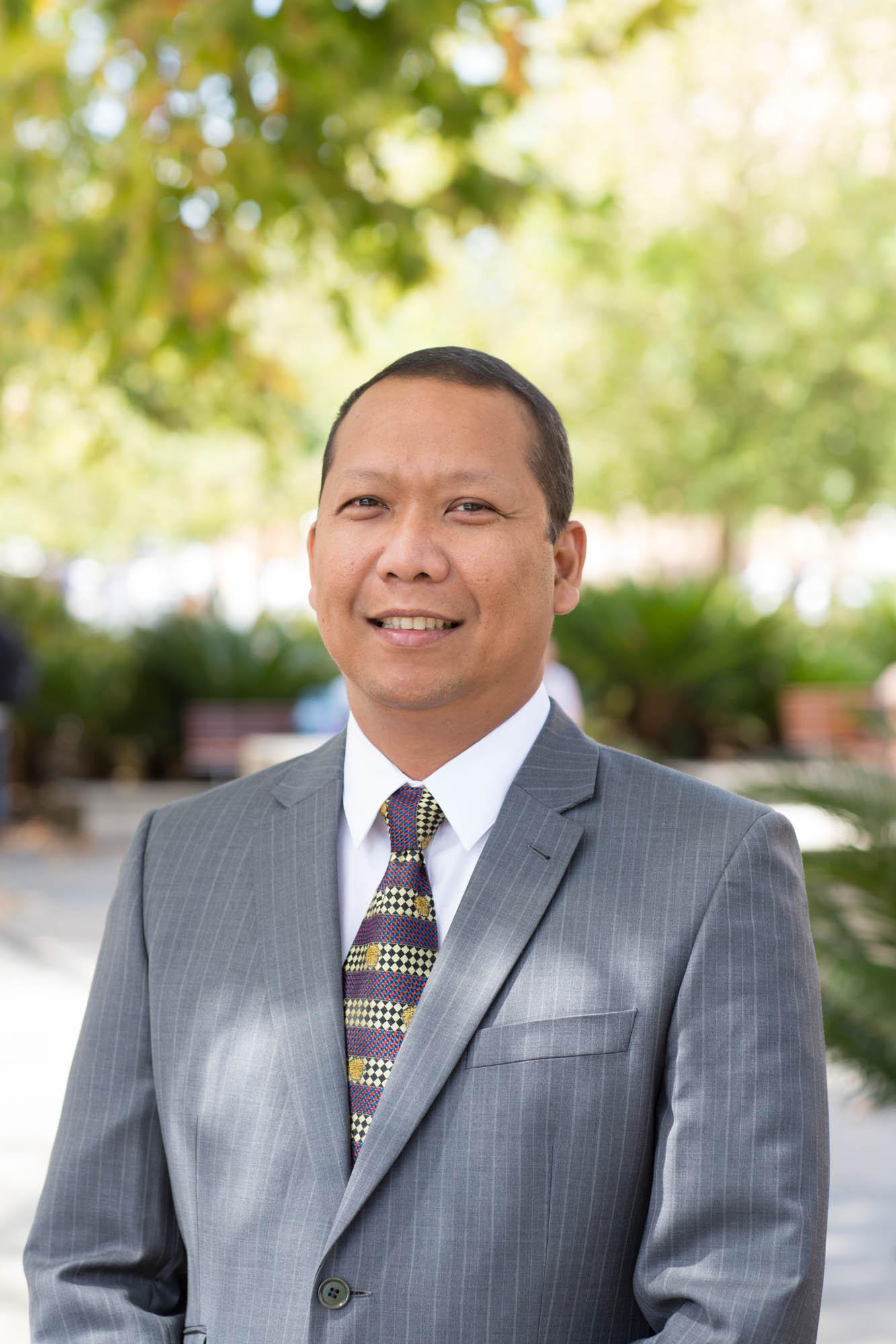 Dr Manuel Solis
