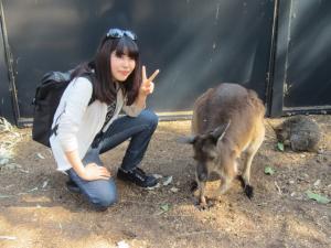 ELC students and a kangaroo
