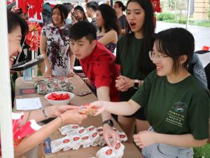 Professor Jacqueline Lo (PVCI) handing money packets (with chocolate coins) to Adelaide University Malaysian Students Association
