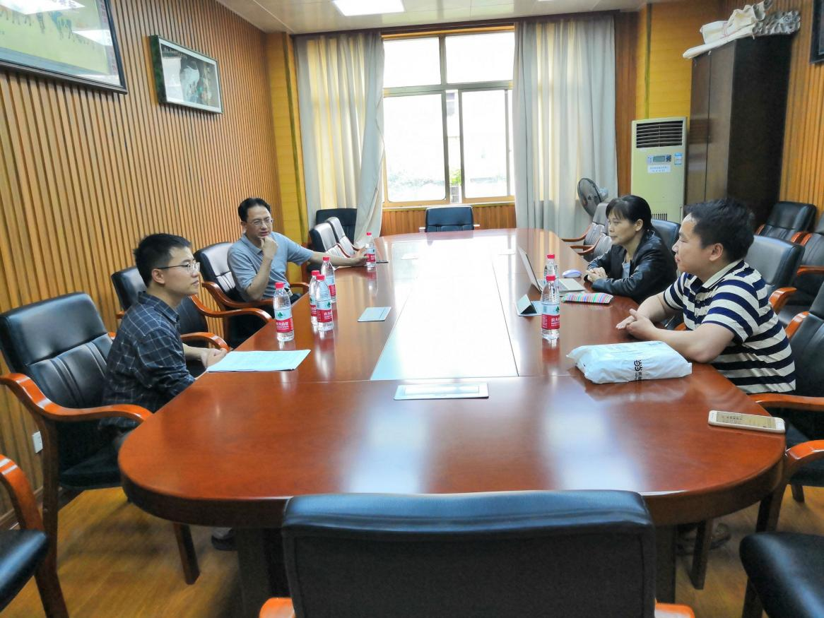 Dr Di Zeng in discussion with academics from Guangxi University including A/Prof Chen