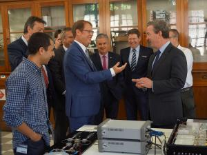 Prof Andre Luiten shows The Hon Christopher Pyne the sapphire clock