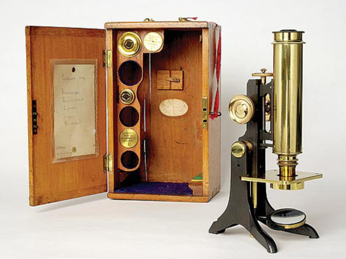 Photo of a early microscope