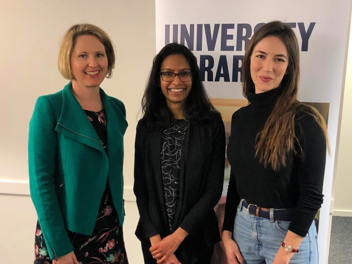 Visualise Your Thesis First Prize winner Danusha Jayawardana (centre), with judge Eva Balan-Vnuk (left) and Third Prize / People's Choice Award winner, Livia Garcez de Oliveira Padilha (right).