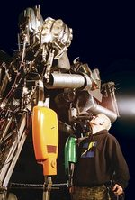 Zoz with giant boxing robots from the Discovery Channel TV show <i>Prototype This!</i>